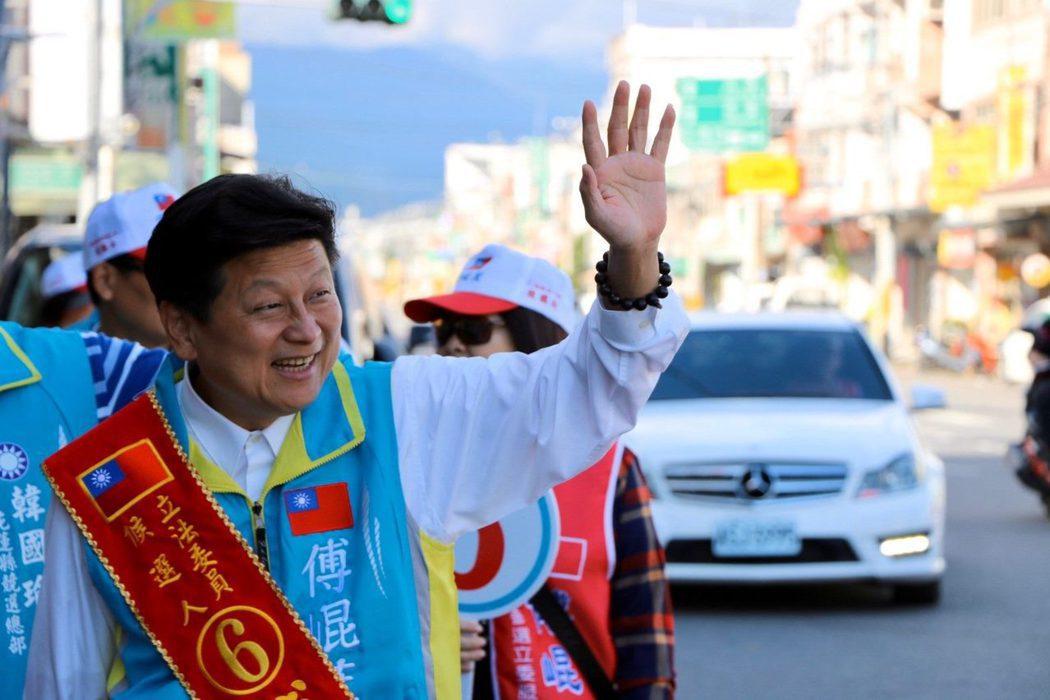 花蓮前縣長傅崐萁再次一舉挑戰國民黨、民進黨的候選人,在三強鼎立中仍然勝出。 圖/取自傅崐萁Facebook