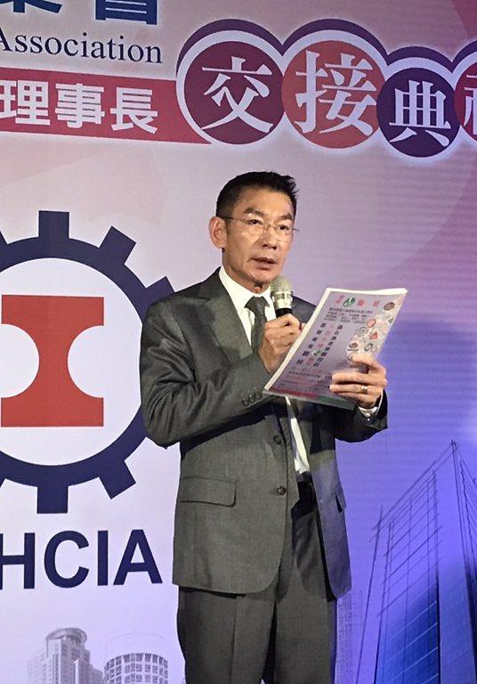 新任理事長尤山泉致詞。     楊逢峮/攝影