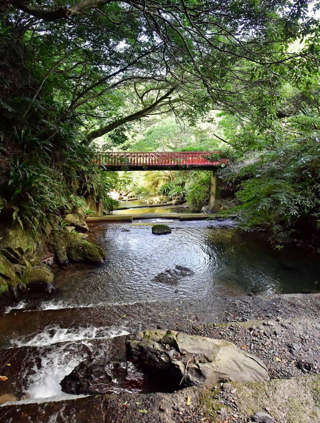 里山生態藝術文化園擁有觀賞龜山島海景與日出的最佳視野,周邊環境優美。 里山生態藝...