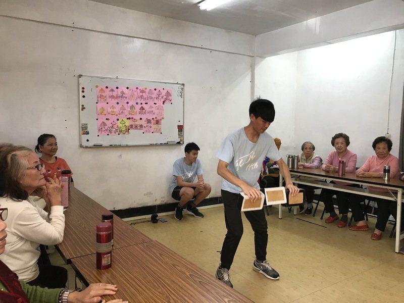 王敬文表示,希望學生可以改變自己對老人負面及刻板印象,進而提供更多的關心與協助。...