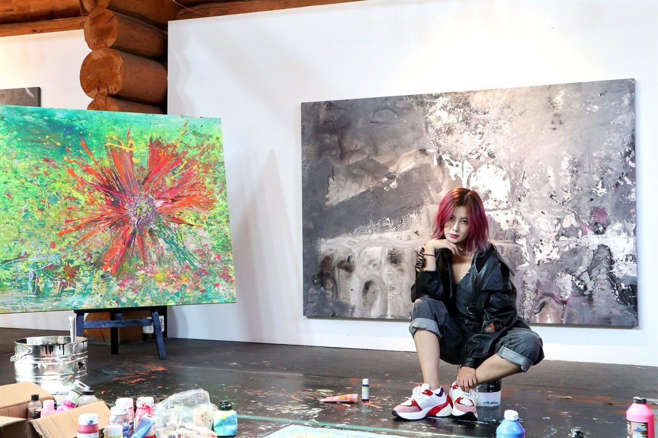 權志晏在身心受創的情況下,尋求醫療協助,最後在作畫中找到出路。網路照片