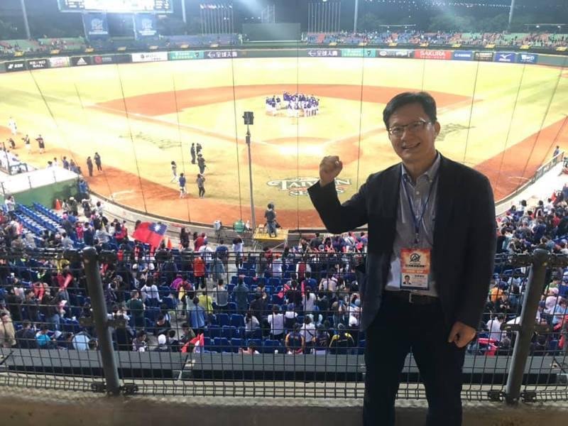 立委張廖萬堅熱愛棒球,去年亞洲錦標賽在台中舉行,張廖萬堅也到場觀戰。 圖/取自張廖萬堅臉書