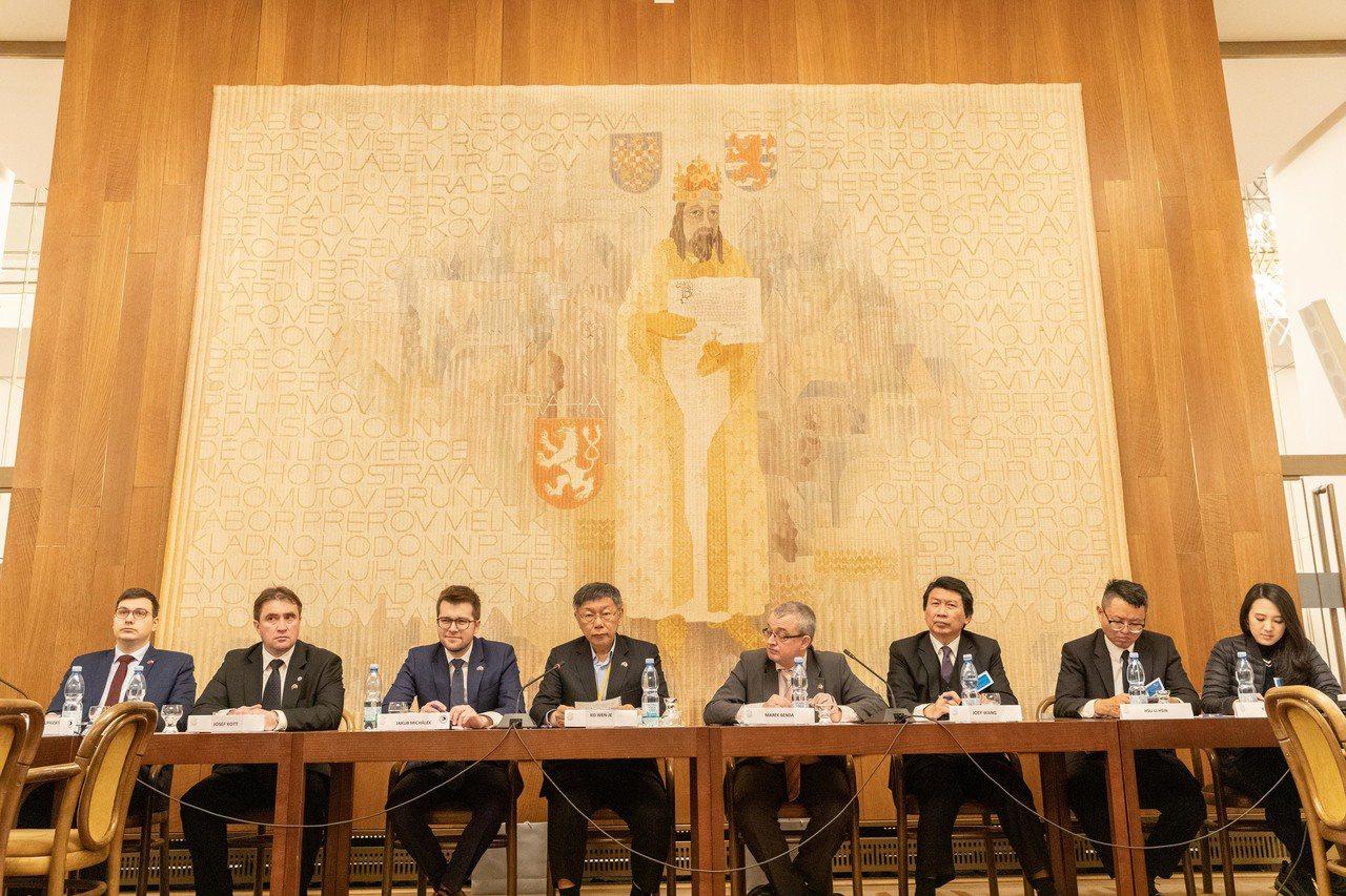 台北市長柯文哲拜會捷克友台小組及參觀捷克眾議院。圖/北市府提供