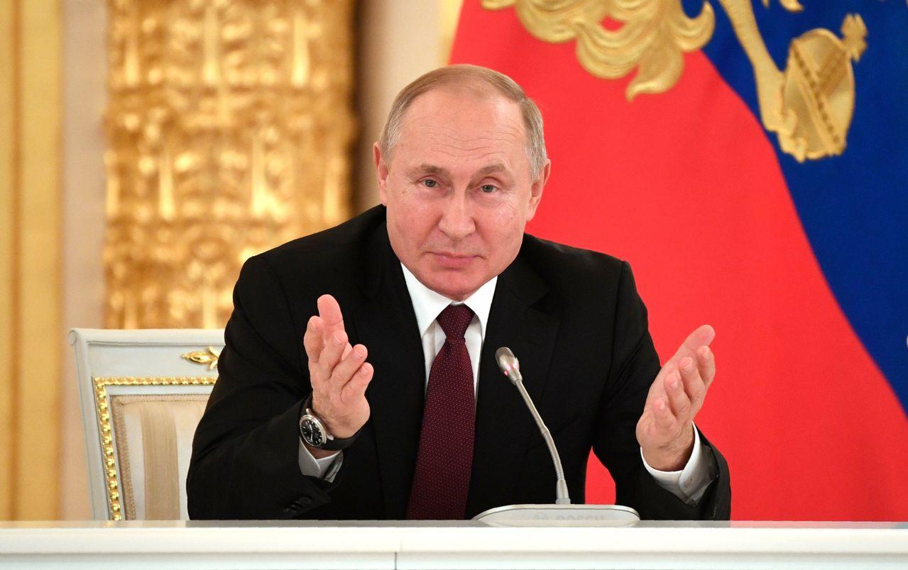 俄羅斯政府15日晚間宣布總辭,讓長年觀察俄羅斯政情的專家都感到意外。他們認為,俄...