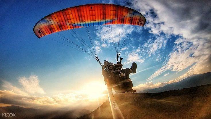 來趟花蓮滑翔傘飛行之旅,在高空中將寬闊無邊花東縱谷盡收眼底。圖/KLOOK提供