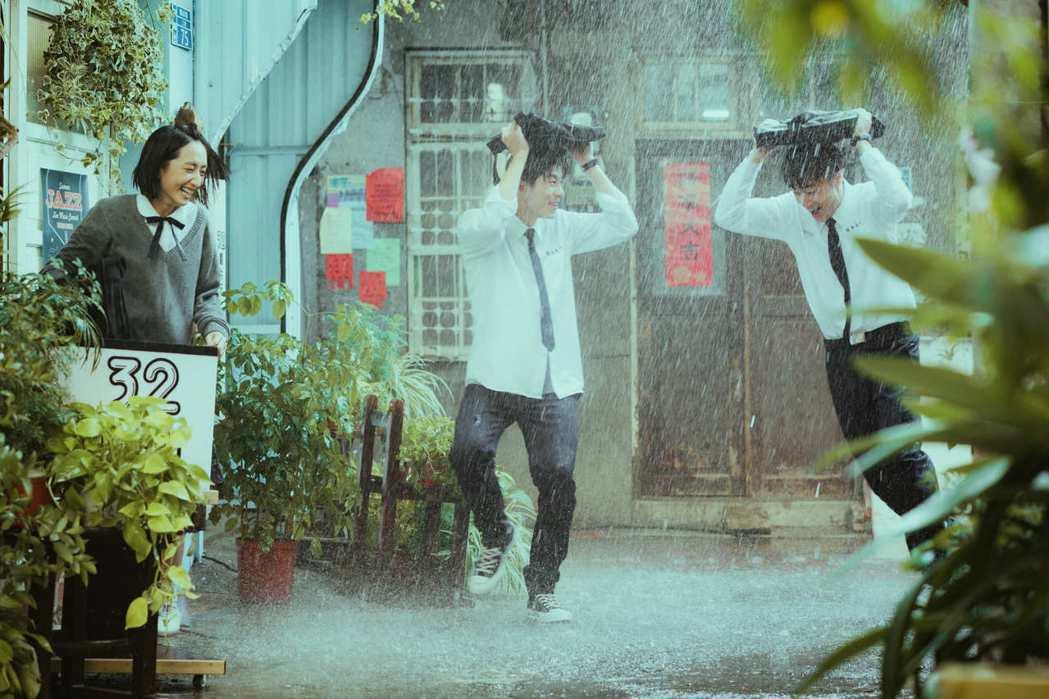柯佳嬿(左起)、許光漢、施柏宇在「想見你」中的三角情節很揪心。圖/衛視中文台提供