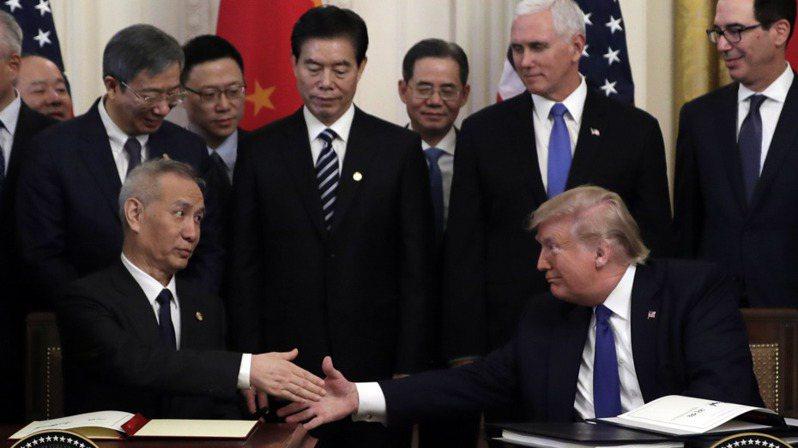 美中簽署第一階段貿易協議。 路透