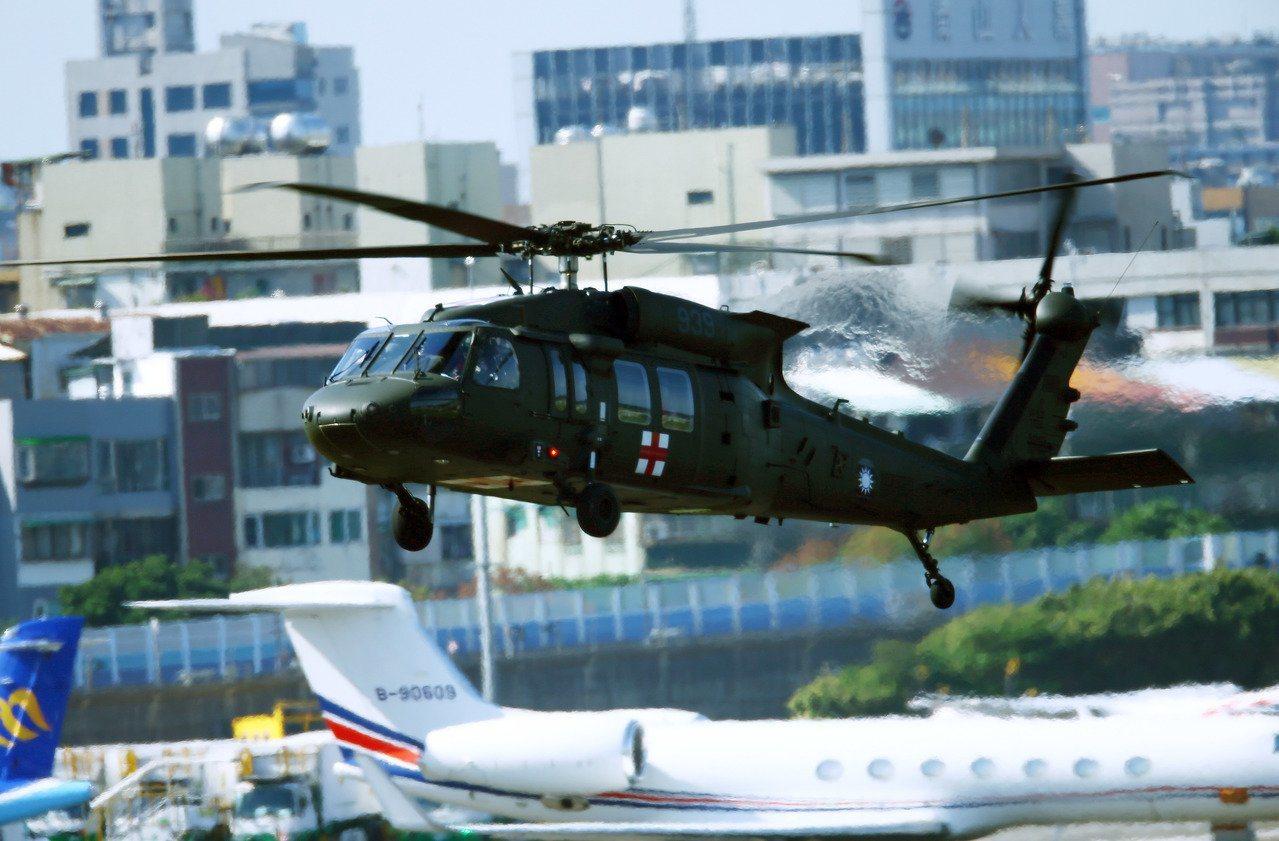 空軍救護隊一架UH-60M黑鷹直升機不幸在月初墜毀於宜蘭新北交界山區,造成故參謀...