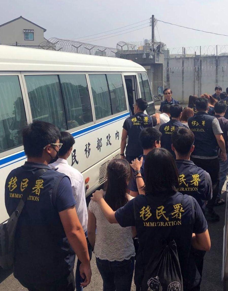 移民署高雄收容所加緊遣返作業,近1個多月,已遣返389人回國。記者林保光/翻攝