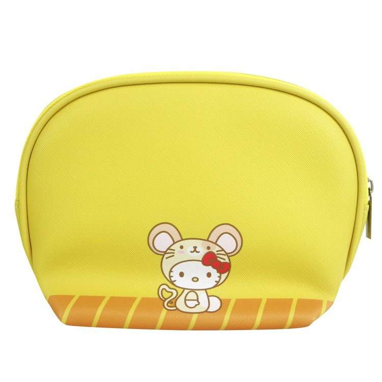 7-ELEVEN「Hello Kitty金鼠年限定萬用包」黃色款背面。圖/7-E...