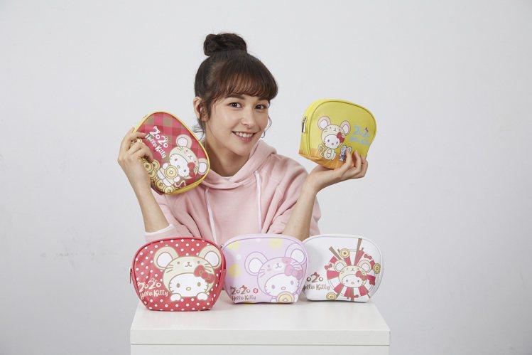 7-ELEVEN推出全台限量25萬個的Hello Kitty金鼠年限定萬用包,小...