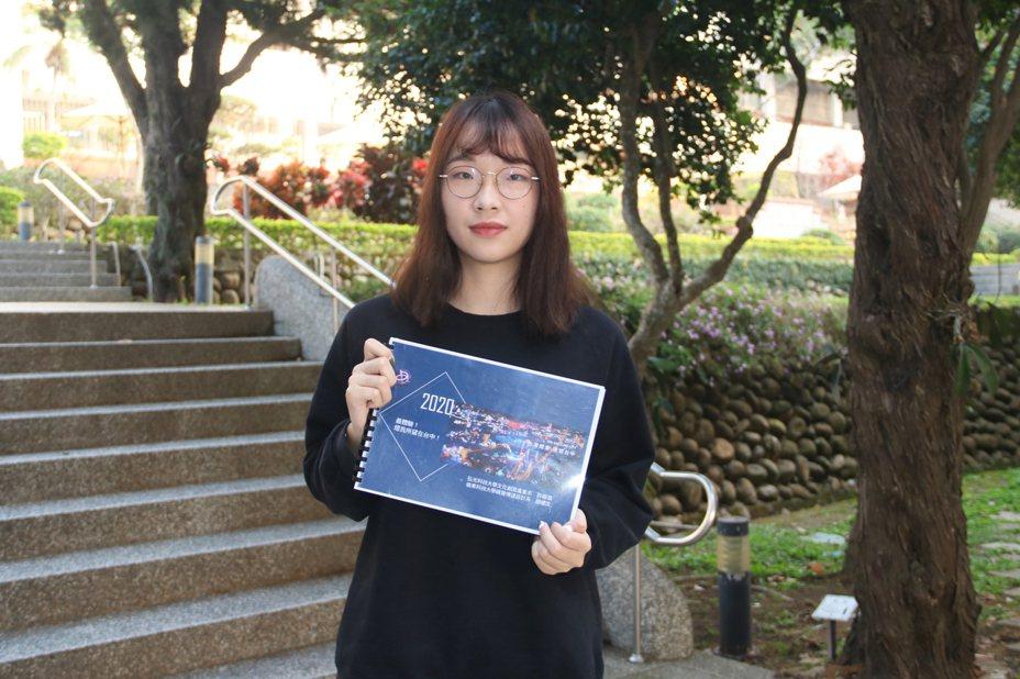 2020 台灣燈會在台中,弘光科技大學文化創意產業系大四學生許靚漪參加台中市觀旅局舉辦的「2020燈會遊程設計競賽」獲得優選。記者余采瀅/攝影