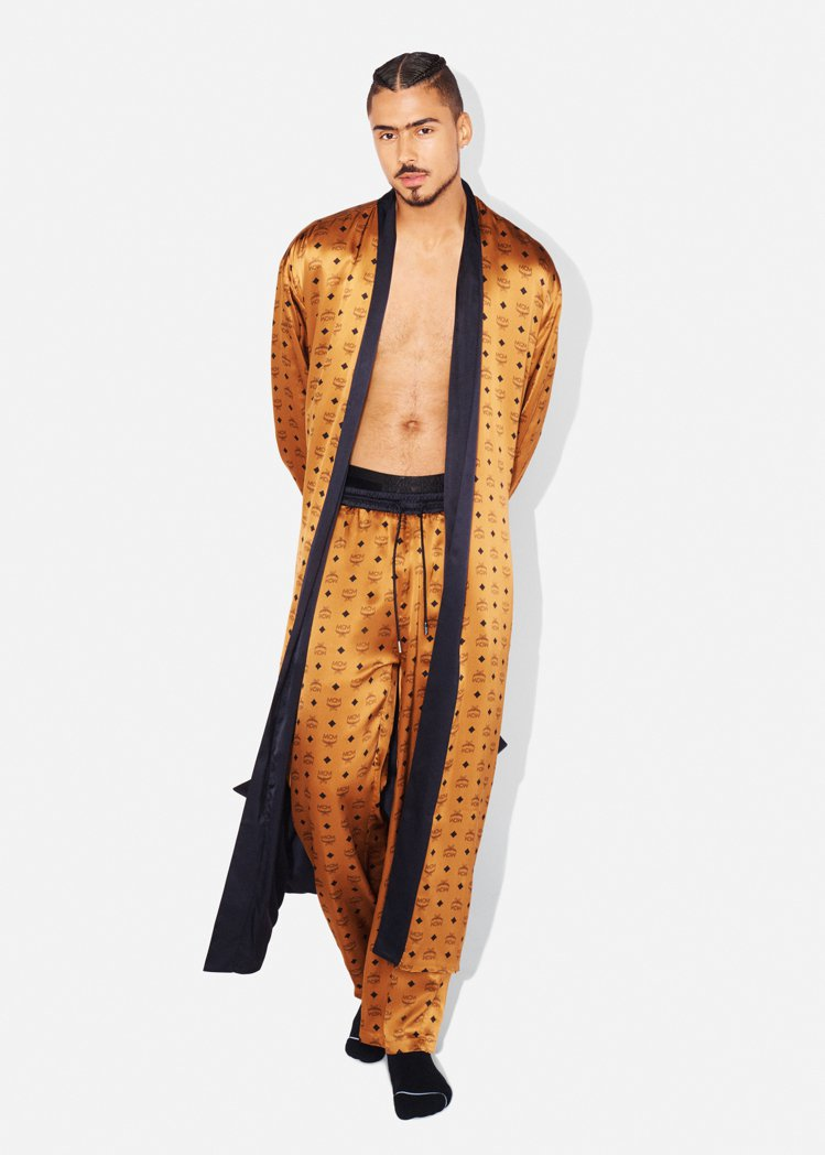 MCM Visetos雙面睡袍,售價26,000元。圖/MCM提供