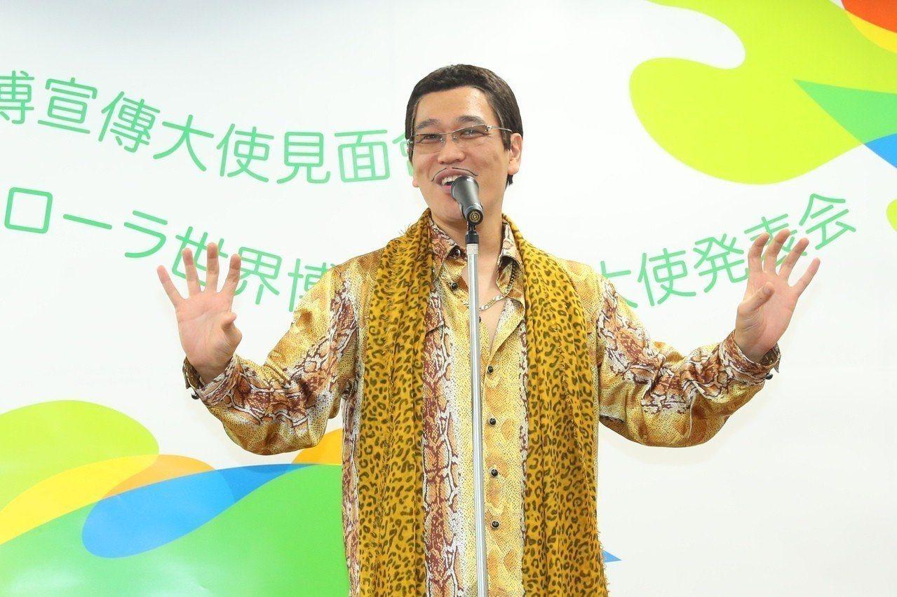 依照PIKO太郎的Style,相當適合推薦他買件MCM Visetos雙面睡袍來...