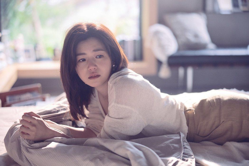 陳妍希拍攝時默默流淚,畫面極美。圖/EMI提供