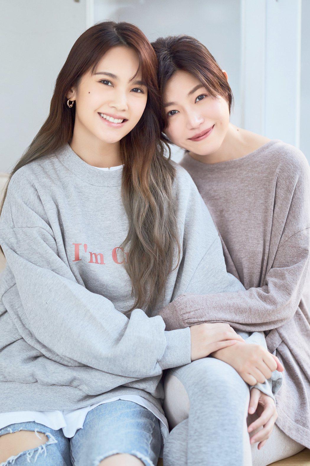 楊丞琳(左)跟陳妍希情同姊妹。圖/EMI提供