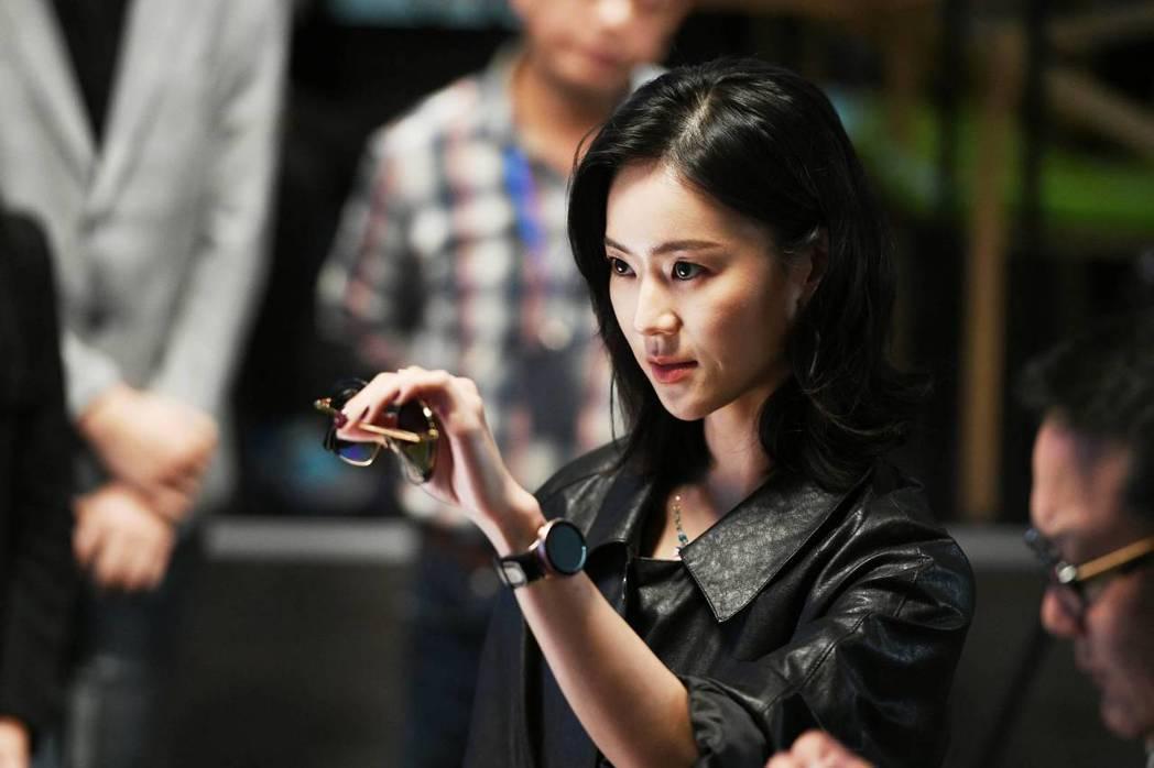 鍾瑶首度扮演機車女。圖/三立提供