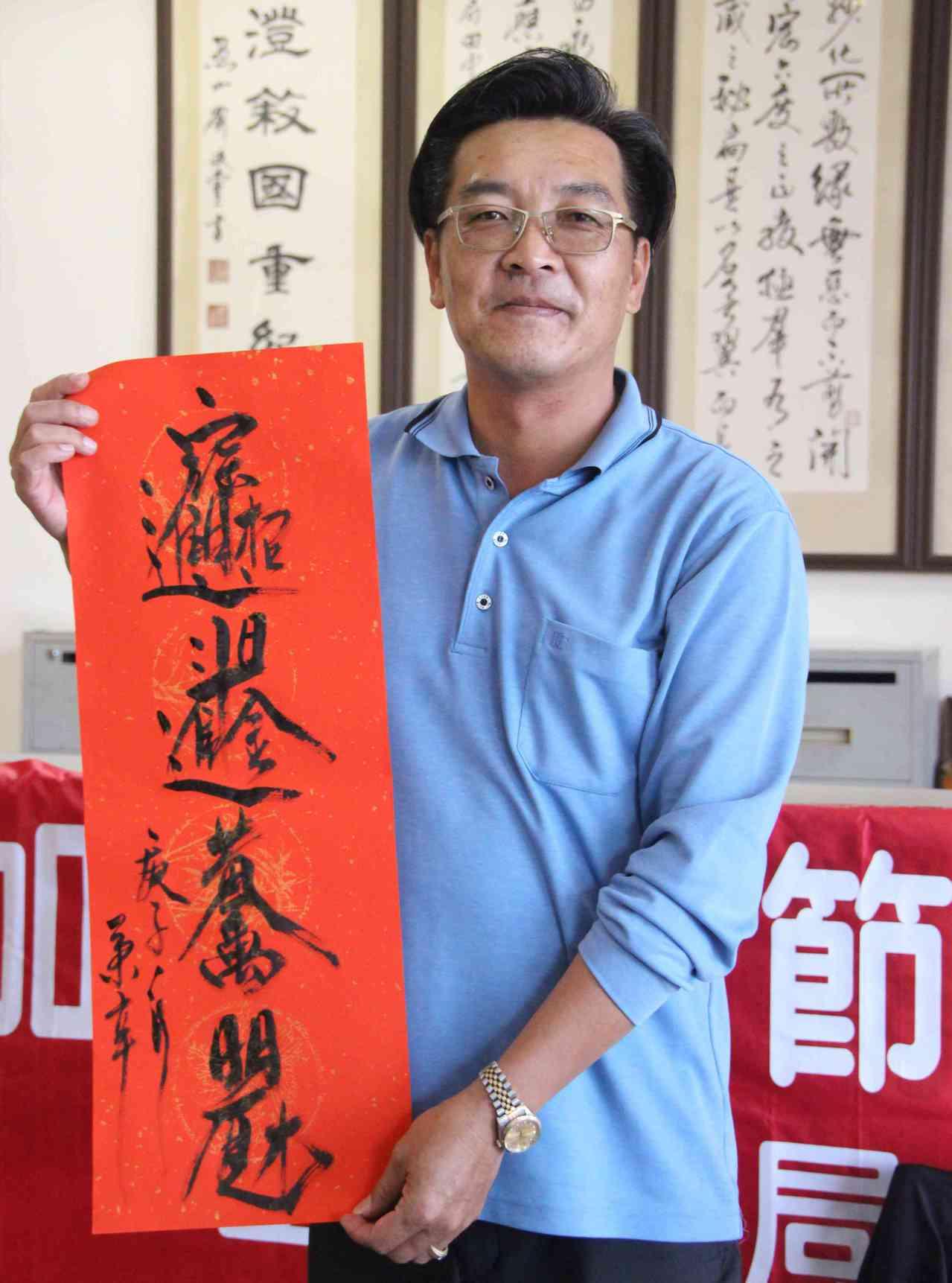 田中分局47歲巡佐謝秉辛擅長書法,曾獲邀到日本東京都美術館參展。記者林敬家/攝影