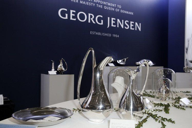 喬治傑生的「百年銀藝禮讚」特展,一次展出七組設計師、三大藝術風格的三十餘件作品。...