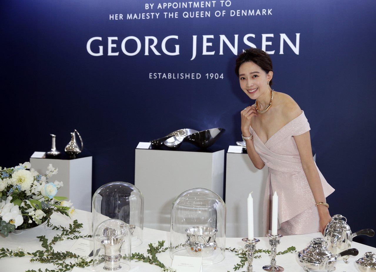 名模王心恬親臨現場,並表示喬治傑生的銀器讓她愛上當代與不對稱的設計。圖╱記者曾吉...