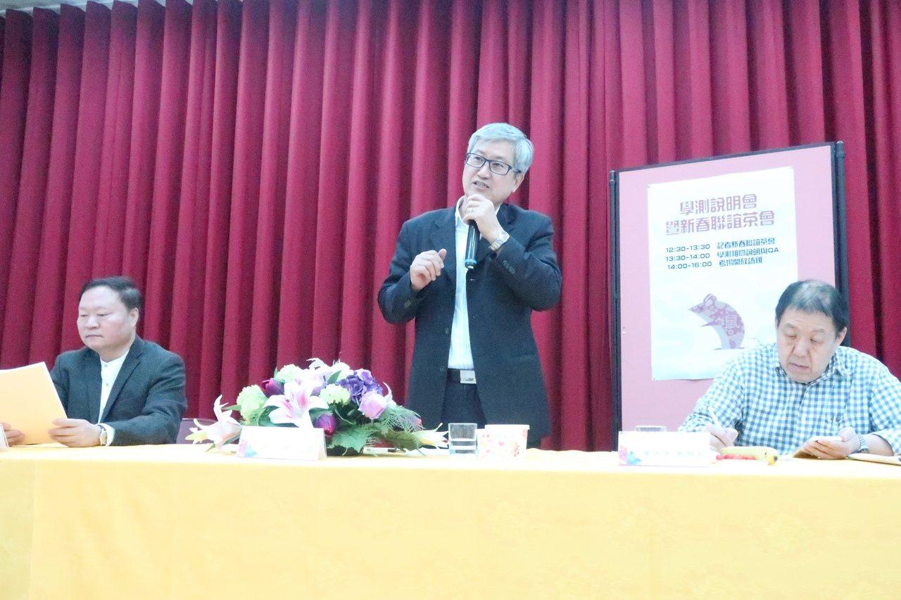 高雄(一)考區主任吳連賞表示,今年高雄考區身心障礙考生有51人,是最多的一次,試...