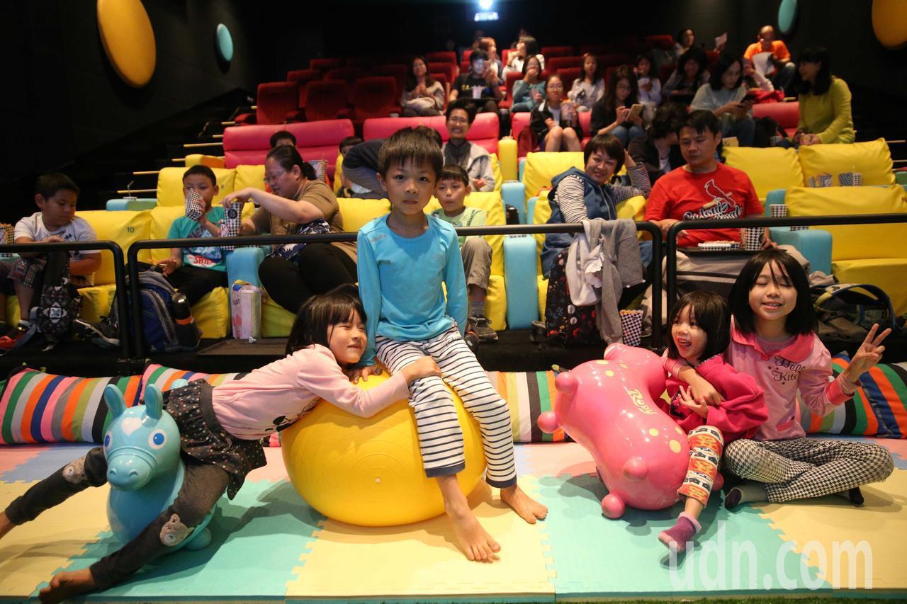 全台最大親子影廳in89「boomboom影廳」開始營運,現場設置64席親子座位...