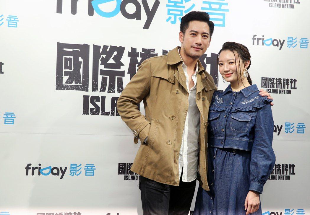 周孝安(左)、李杏為主演「國際橋牌社」宣傳。記者徐兆玄/攝影