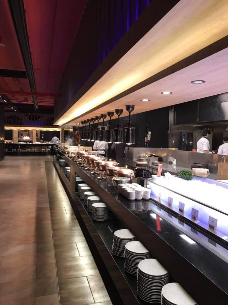 帕里巴黎自助餐提供中、西、日等各式無國界料理。圖/聯上大飯店提供