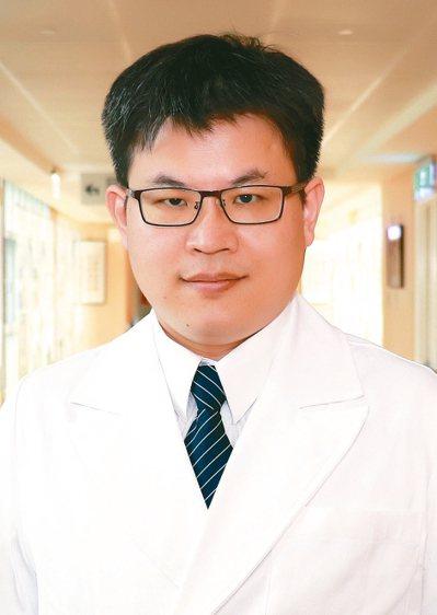 台中慈濟醫院外科部主任,兼一般外科主任余政展。