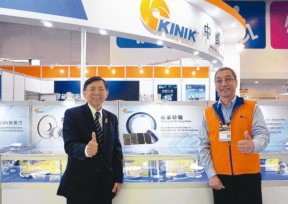 中國砂輪副董事長白文亮(左)。 金萊萊/攝影