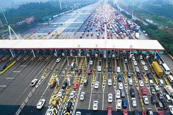 大陸公路收的過路費根本不夠花,收費公路已經欠了人民幣5.7兆元(約新台幣24兆元...