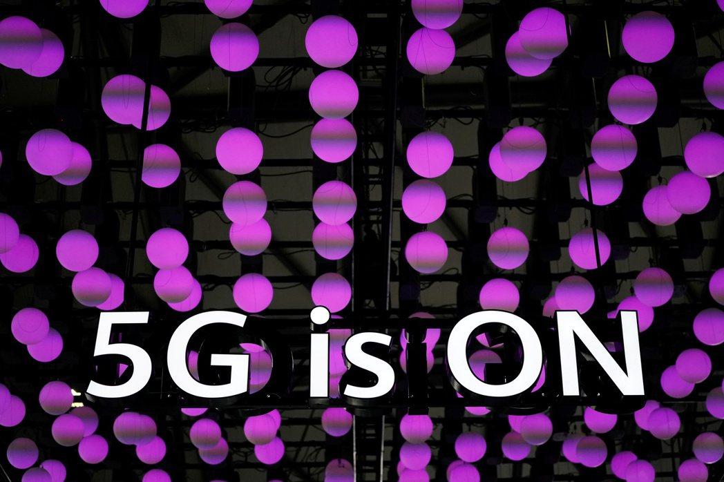 5G首波頻譜第一階段競標結束,中華電信將按照計畫在7月開台,台灣大及遠傳也會在第...