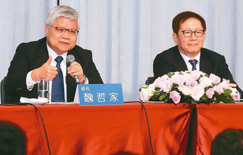 台積電法說會,總裁魏哲家(左)、董事長劉德音共同主持。 記者曾學仁/攝影