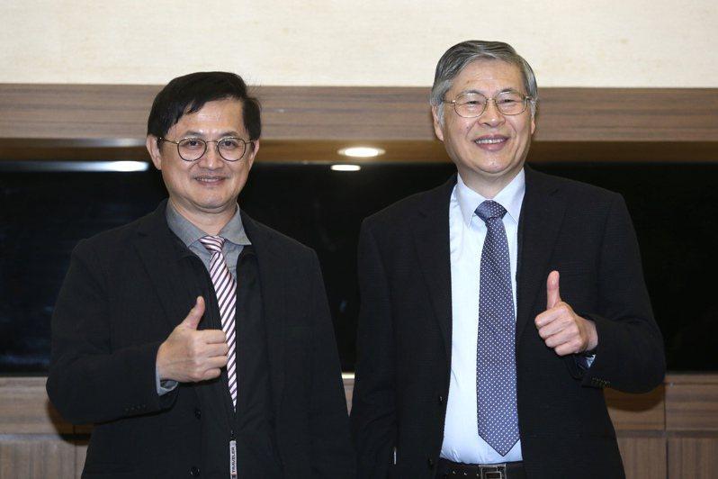 和碩尾牙,董事長童子賢(左)、總經理廖賜政(右)出席。記者曾吉松/攝影 曾吉松