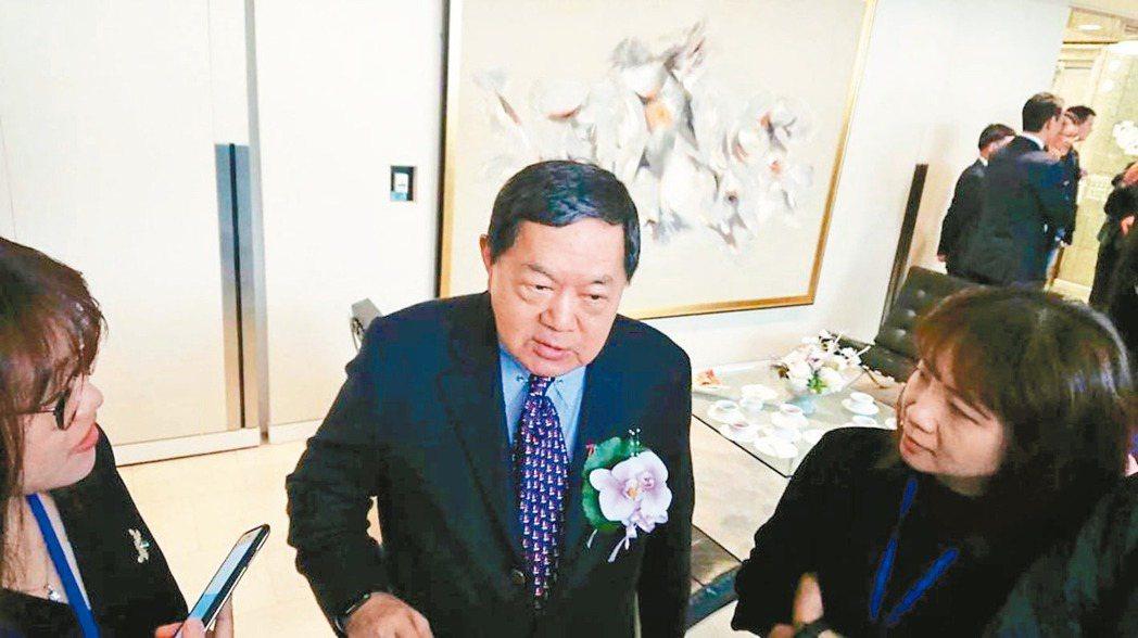 遠東集團董事長徐旭東(見圖)今天針對5G首波頻譜競標結束,他開玩笑地說,「政府這...