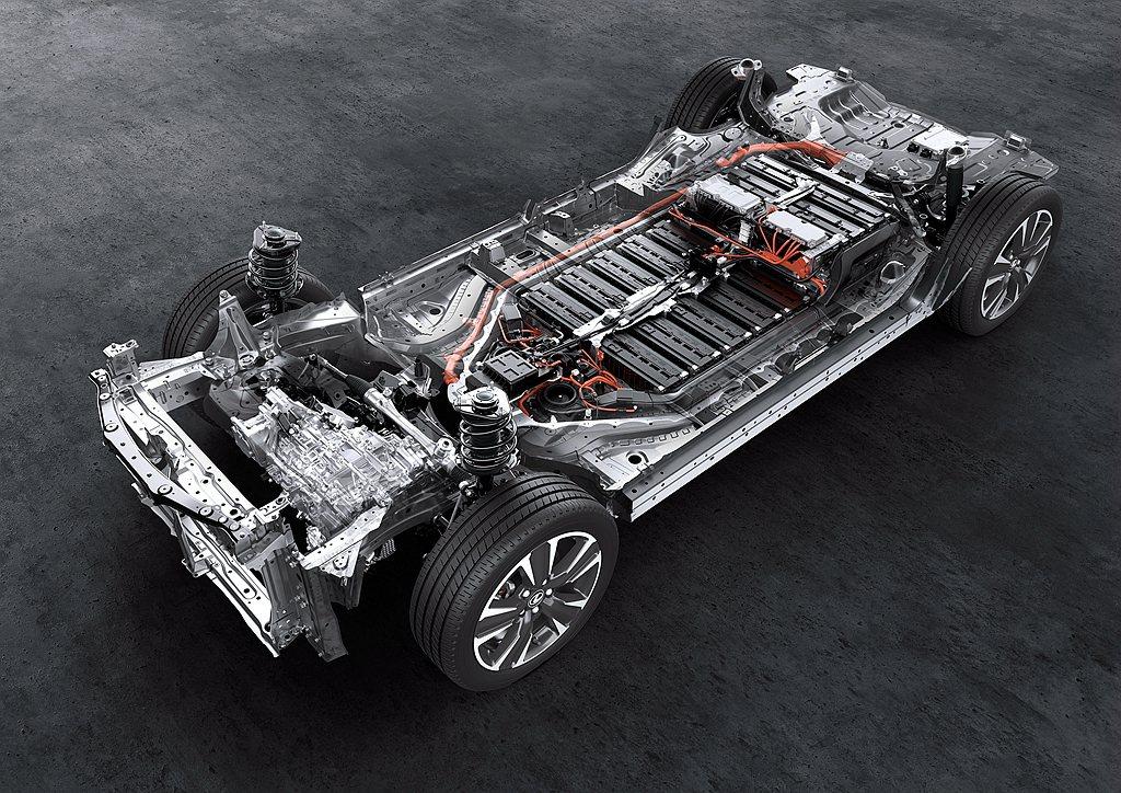 電動馬達平整地擺放於車輛底板,提供較低的重心表現。以最新WLTP測試模式下,Le...