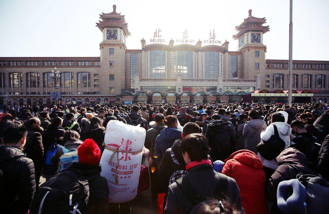 2019年中國人口總數首度突破「14億人」的門檻,但低出生率、人口紅利直線衰退的...