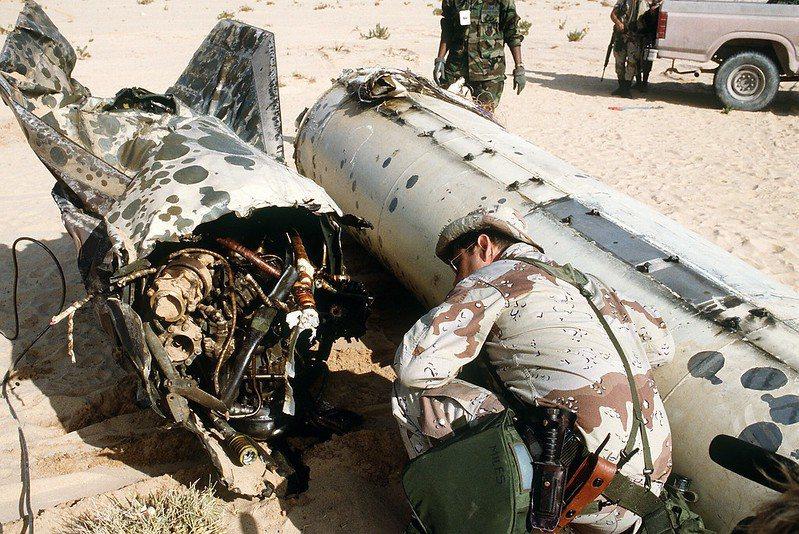 美軍在波灣戰爭中檢視飛雲飛彈殘骸,雖然伊拉克的飛雲飛彈只造成有限的傷亡,但仍在媒...