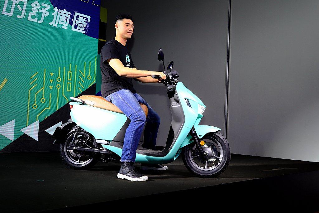 宏佳騰A-1 Comfort車系外觀設計相同搶眼,百搭顏色玩出不同潮流的電動機車...