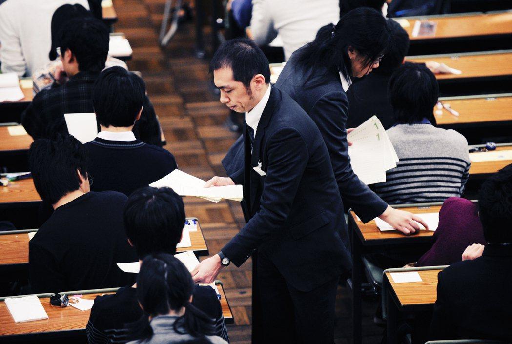 日本考試除了第一次的中心大考之外,需要針對想報考的大學個別參加「二次試驗」,進行...