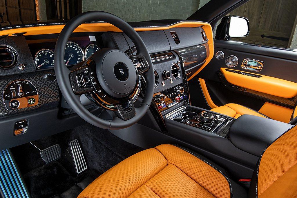 勞斯萊斯Cullinan Black Badge內裝的高科技碳纖維內飾板,靈感源...