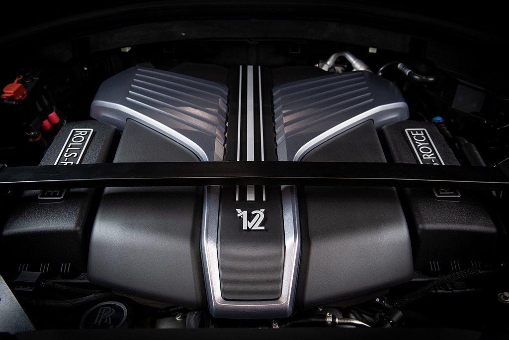 勞斯萊斯Cullinan Black Badge動力配置V12雙渦輪增壓引擎,最...