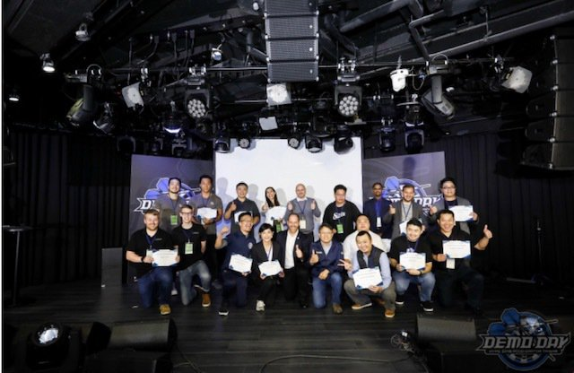 第三期團隊與交大產業加速器中心主任黃經堯及HYPE策略副總Zvika Poppe...