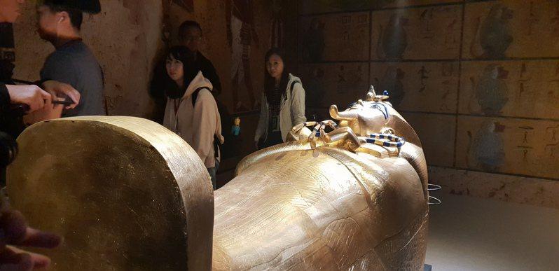 「圖坦卡門:法老王的黃金寶藏特展」,便展出500件官方認證的圖坦卡門藝術復刻品。記者陳宛茜/攝影