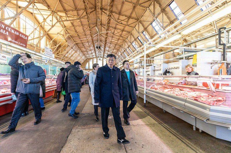 柯文哲參訪里加中央市場。圖/台北市政府提供