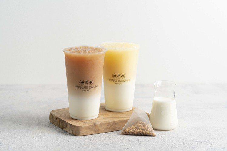 全家便利商店攜手「珍煮丹」開發「蕎麥奶奶」、「翠玉青奶茶」兩款獨家飲品,皆為台鐵...