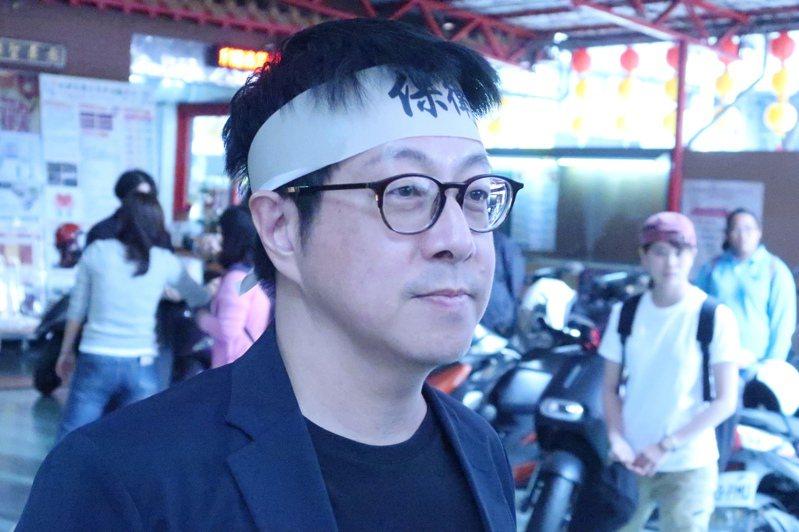 社群Wecare高雄發起人尹立表示,只要韓國瑜辭職下台,就可以省下罷韓投票8000萬這筆公帑。記者徐如宜/攝影