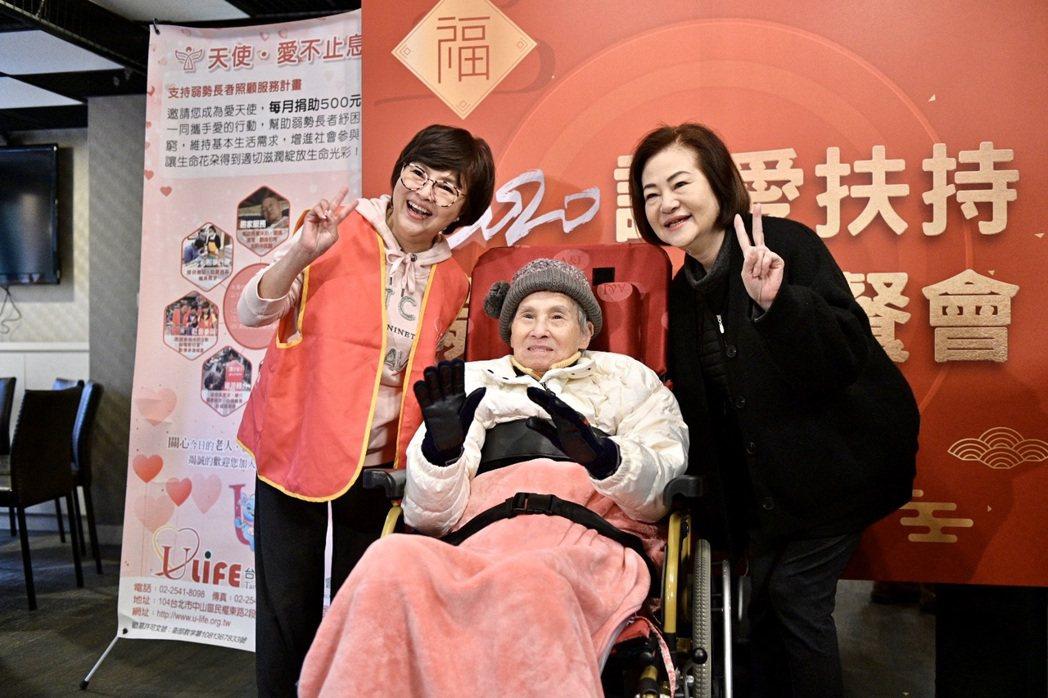 紀寶如熱情招呼文夏夫妻。圖/台灣優質生命協會提供