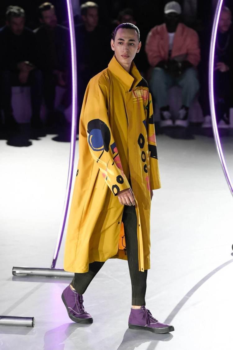 大衣、開襟針織衫等單品,也在2020秋冬HOMME PLISSÉ ISSEY M...