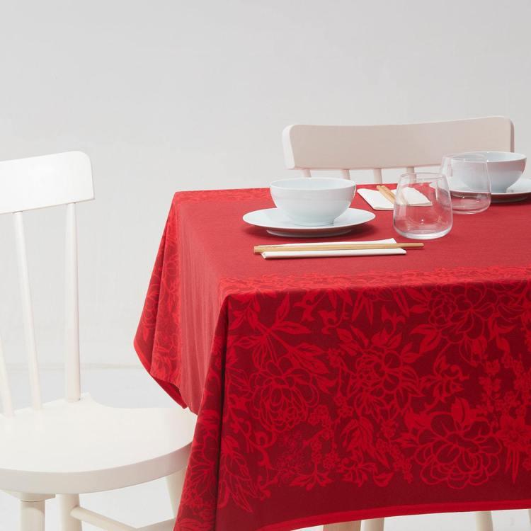 IKEA SOLGLIMTAR桌巾,售價499元。圖/IKEA提供